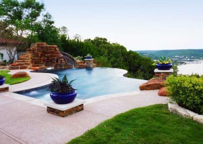 Austin-negative-edge-custom-pool-builder