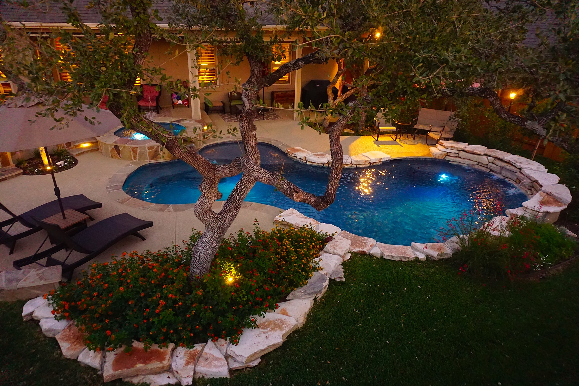 1 Round Rock Swimming Pool Spa Waterfall Covered Patio